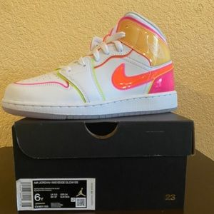 Nike Air Jordan 1 Mid Edge Glow GS (6Y)